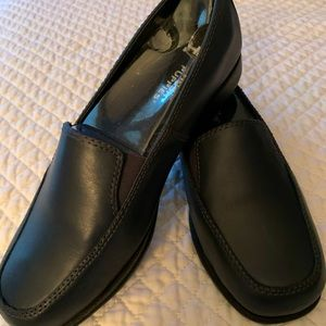 Hush Puppies navy slip on shoes NWOT size 6